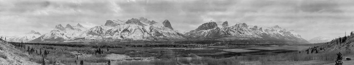 A panoramic view of the town of Canmore and the Bow Valley in the 1920s as seen in one of the panoramic photos of the Glenbow Archives.